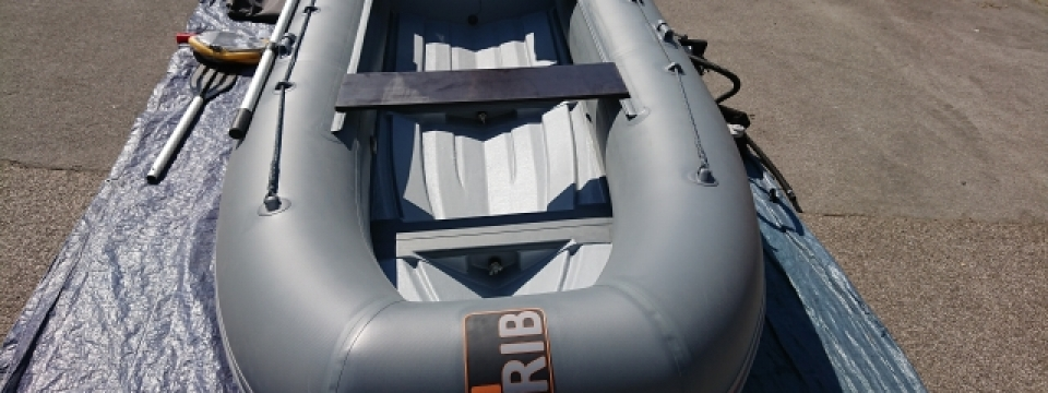 The f-rib folding rib is a highly portable small folding rib that is compact fast and easy to assemble. The f-rib folding rib is complete with a unique folding joint, the specification of which is excellent and has been reviewed by customers and experts alike. The f-rib folding rib is a unique concept which can be used as a tender, a trailer boat, a portable boat and even in a ycaht locker as tender. The f-rib folding rib is compact and highly portable, with the tubes and solid hull easily folded into a box