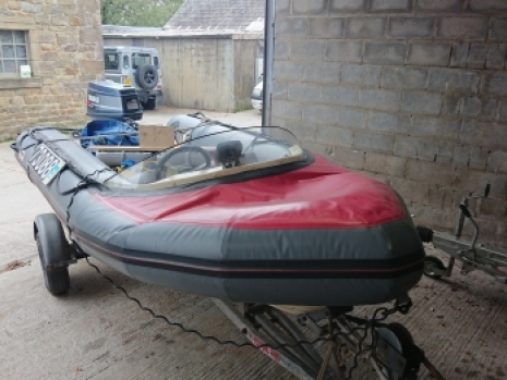 this is a complete avon searider 4m rin with a yamaha 40hp two stroke engine and trailer of the type that enthusiasts ribnety and other rib blogs simply droole over. This Avon rib is in immaculate condition for an older Avon searider and ribnet and rib owners everywhere should be paying attention to this calssic rib design with a trailer and engine etc. Being offered complete as a preowned and used and preloved rib boat that needs to go to somebody who will appreciate the classic sea rider design on boats a