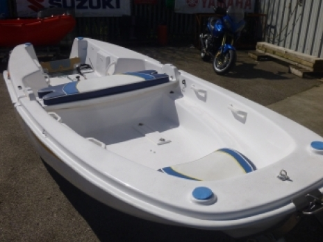 the ezyboat is the folding clam boat that is a family boat which folds up and si a easy to fold as the name ezyboay suggests. the easy to fold boat is a trailer boat which folds up to make it a portable boat that is towable by a family car and trailer launched. the ezyboat is towed by any car to be aesy to tow    the zeyboat can be fitted with any outboard engine, including honda suzuki yamaha mercury mariner tohatsu engines etc the ezyboat is a very versatile boat which is family friendly