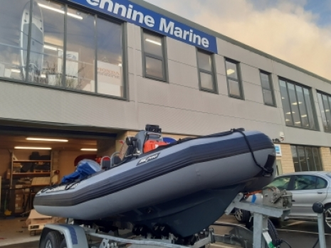 The Zodiac Milpro range of SRMN sea ribs, including the SRMN, searider and SRR range of ribs, is fully described here. This comprehensive and fully detailed guide to the Zodiac Milpro rib and inflatable boat range covers military, professional commercial and humanitarian aid, including disaster relief, boats. The Zodiac Milpro range of boats and inflatables are highly proven in all types of global and worldwide applications and situations: from the artic to the tropics: from Europe to Asia and beyond. The Z