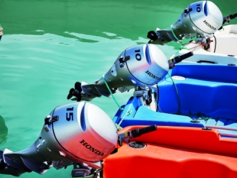 honda engine for the 8hp to 20hp sectir: including the BF8, BF10, BF15 and BF20 outboard engines for inflatable boats and ribs including all models and weight and specificaions, including tiller steering engine, electric start engines, remote control engines,  power trim and tilt Honda engines in 8hp and 20hp outboard engines that at high quality and relaible and Honda are better than yamaha or Suzuki outboard engines. The Honda BF8, BF10, BF15 and BF209 outboard engines are the best in class in the UK